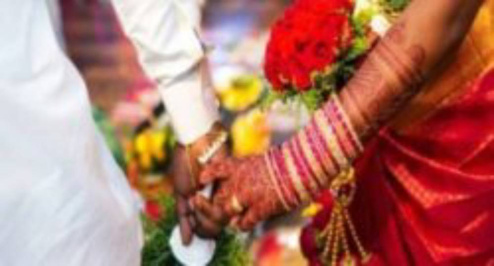 girls mother over marriage issue