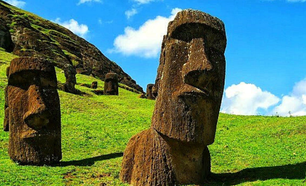 moai statues of the easter island